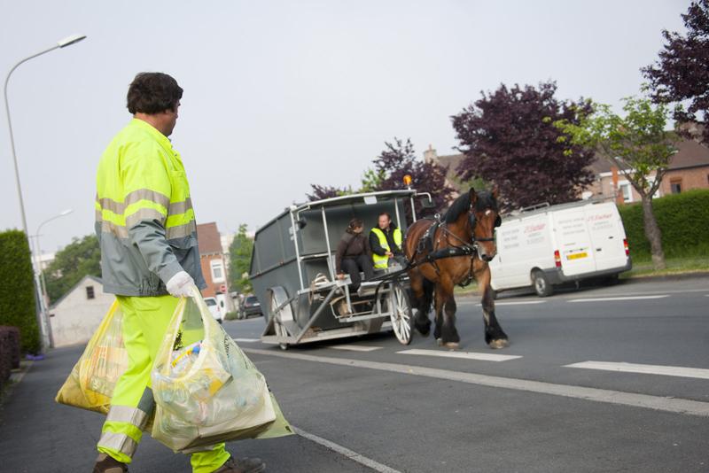 Expérimentation: collecte des déchets à cheval