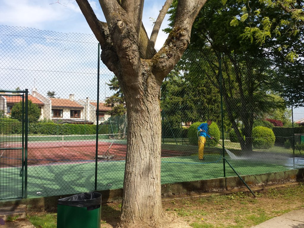 2017-05-nettoyage terrains de tennis