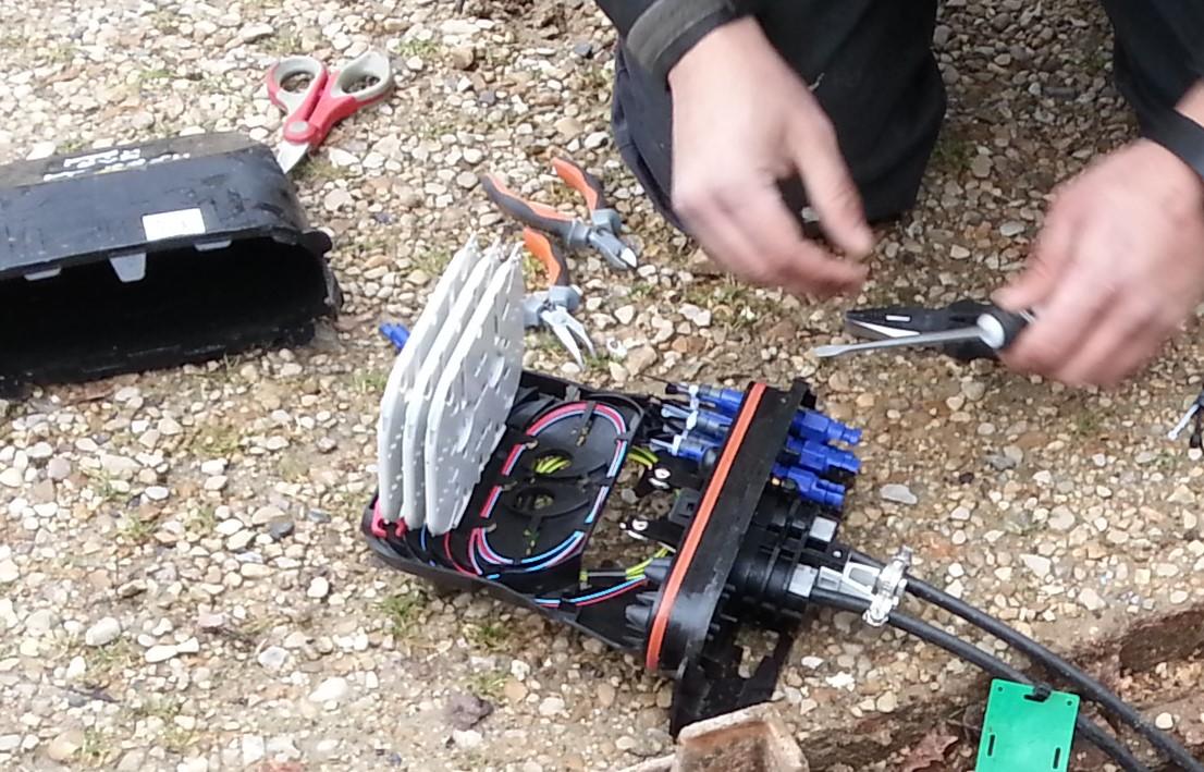 Installation fibre pas si simple les hameaux de la roche for Boitier exterieur france telecom