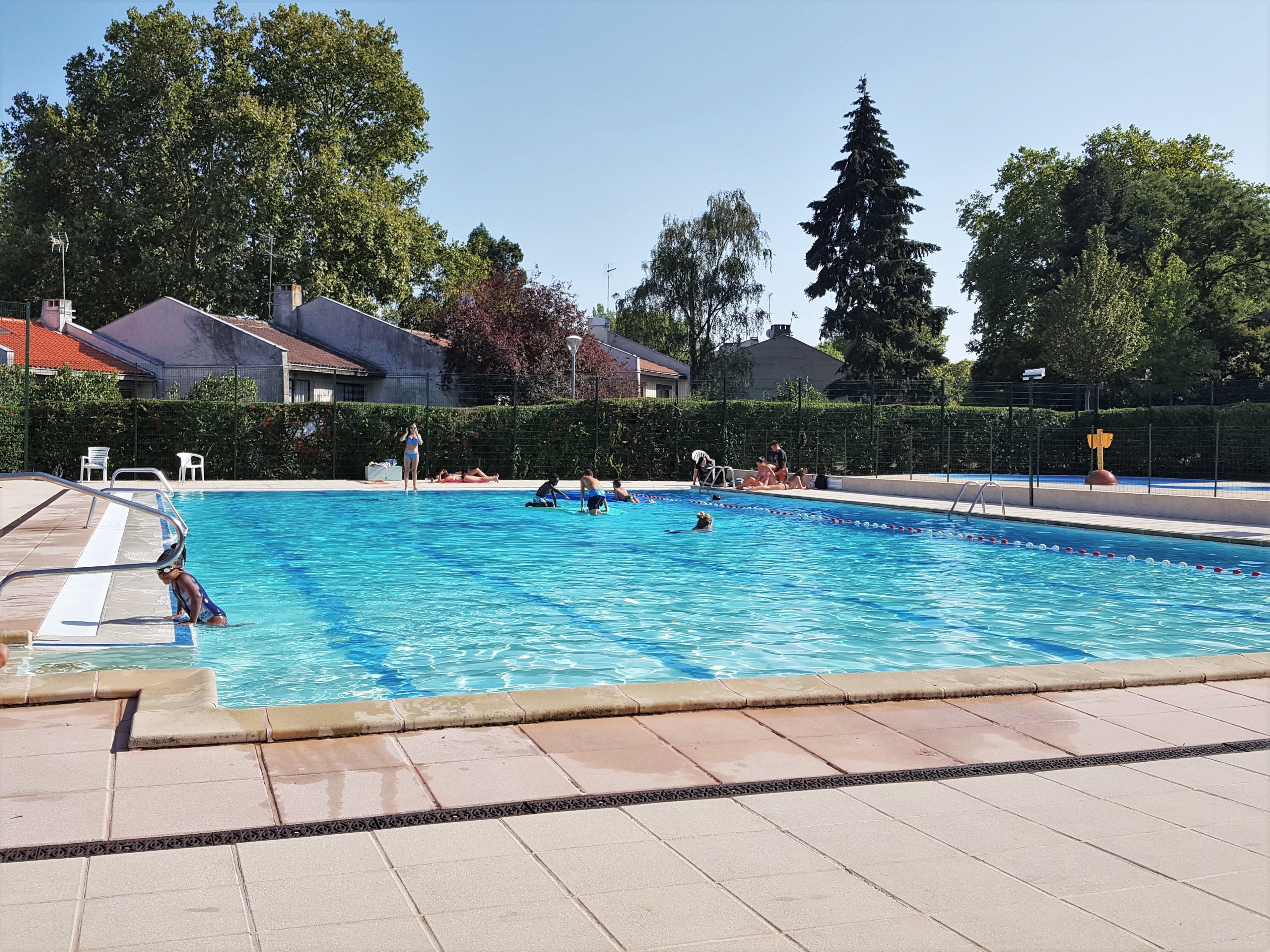 http://leshameauxdelaroche.fr/wp-content/uploads/2018/09/20180901_piscine-Hameaux-164047.jpg