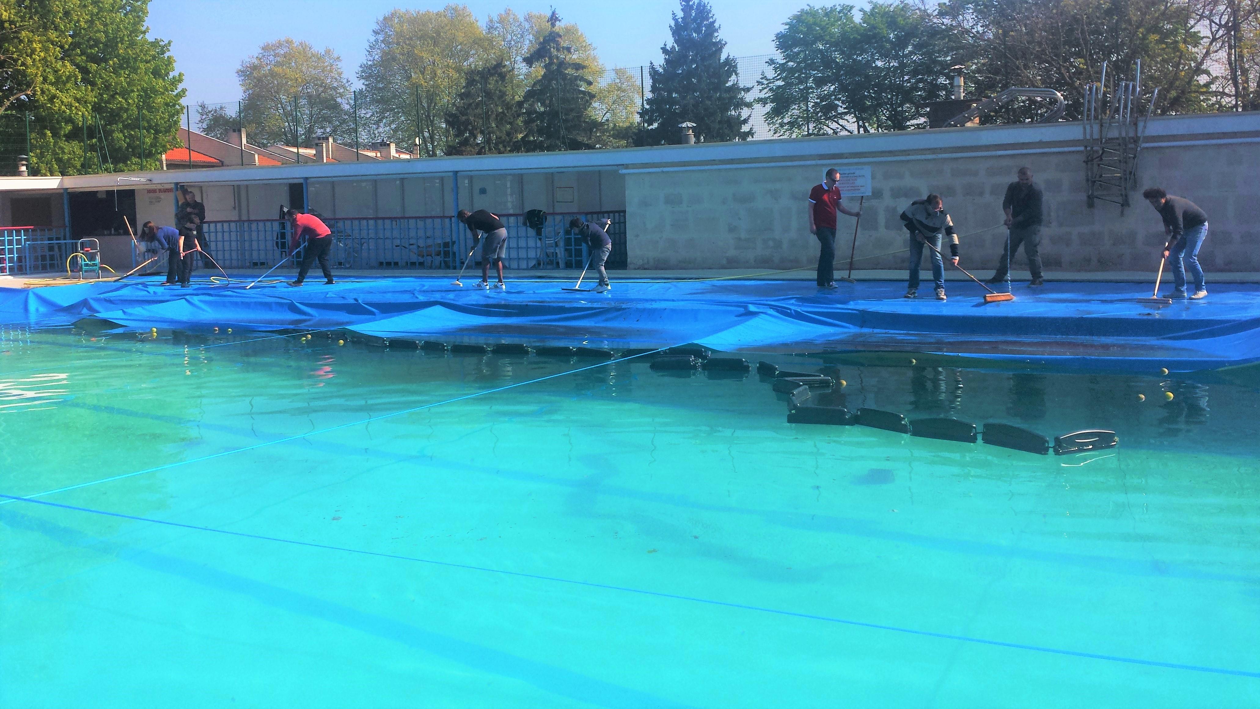 nettoyage de la bâche piscine